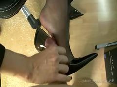 nylons footjob with spunk fountain in high shoes