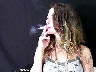 Sexy Smoking Sirens - The Sexiest Smokers in the
