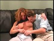Casal fazendo sexo oral para relaxar -