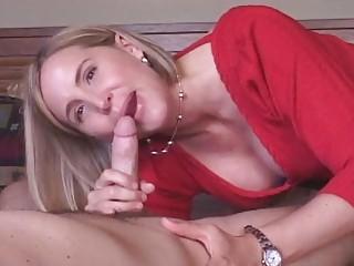 cougar maiden obtains cumshots