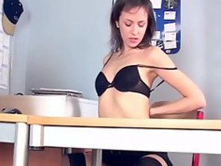 brunette masturbates into gorgeous pantyhose and